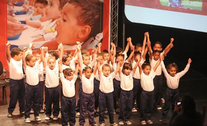 Apresentação do Coral das crianças da CEI Betty Laffer