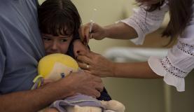 Entre os que devem ser imunizados estão crianças com mais de 6 meses e menores de 5 anos, pessoas com mais de 60 anos e trabalhadores da saúdeMarcelo Camargo/Agência Brasil