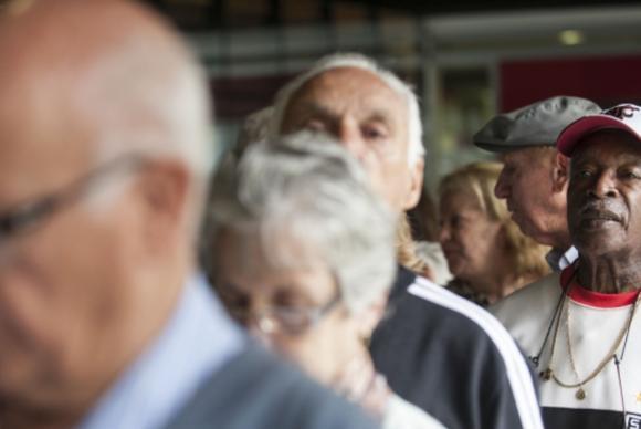 O projeto altera o Estatudo do Idoso, garantindo prioridades especiais nos serviços de saúde e em processos judiciais às pessoas com mais de 80 anosArquivo/Marcelo Camargo/Agência Brasil