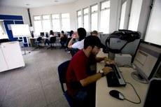 Estudantes pré-selecionados deverão concluir inscrição na internet e completar o processo junto à instituição de ensino e à instituição financeira