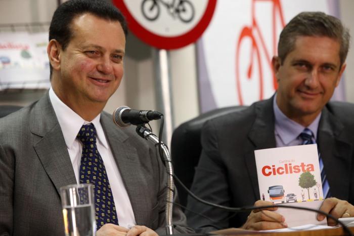 Brasília, 22/09/2015. Foto: Bruno Peres/Min. Cidades. Ministro das Cidades Gilberto Kassab e o deputado Rogério Rosso participam da cerimônia de lançamento da cartilha e medidas para segurança de ciclistas.