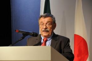 O-professor-Carlos-Costa-abre-o-evento-em-nome-da-Faculdade-300x199