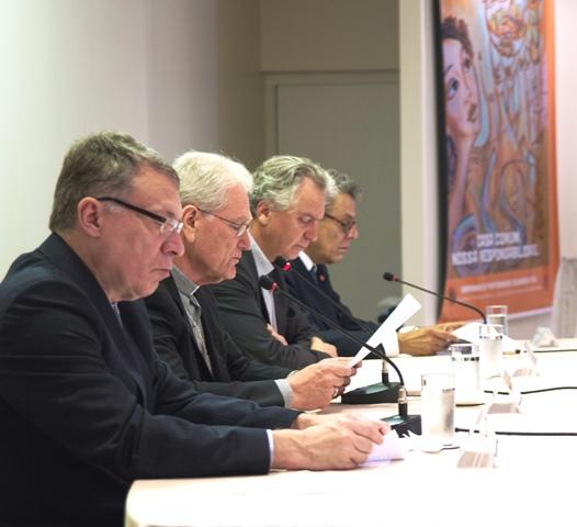 A Conferência Nacional dos Bispos do Brasil (CNBB), o Ministério da Justiça, o Ministério Público Federal e o Instituto dos Advogados Brasileiros assinaram, na manhã desta sexta-feira, 1º de abril, Conclamação Dirigida ao Povo Brasileiro, na qual exortam a busca permanente de solução pacífica para a crise.